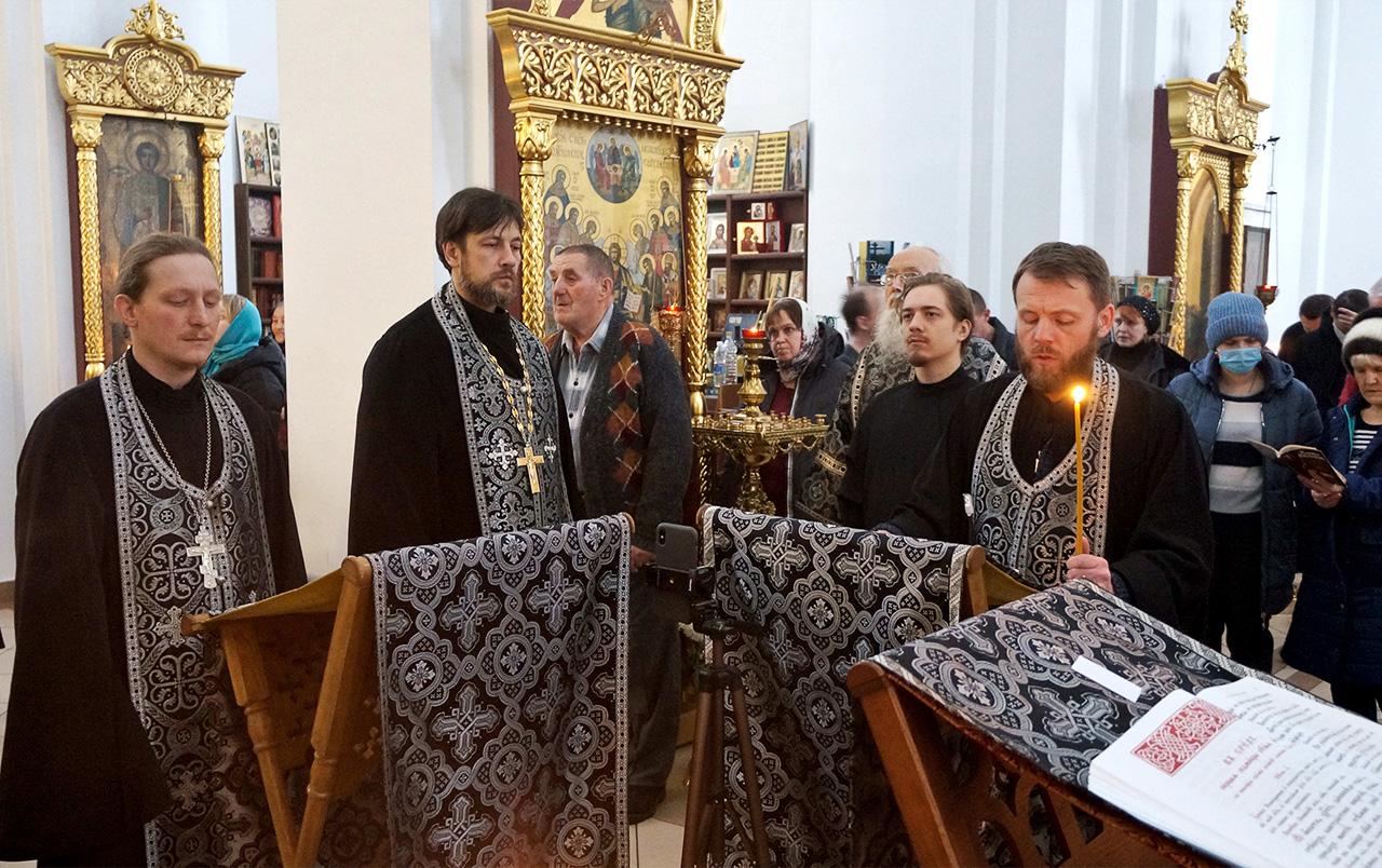 Великое повечерие с чтением 3-й части канона преподобного Андрея Критского