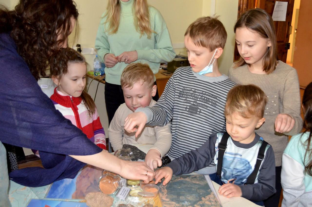 Ученики Воскресной школы посетили занятие научно-образовательного лектория